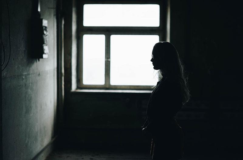16 Signs Of An Emotionally Unavailable Woman
