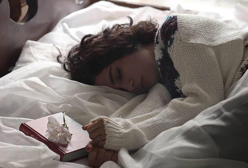 22 Heart-Melting Bedtime Stories For Your Girlfriend