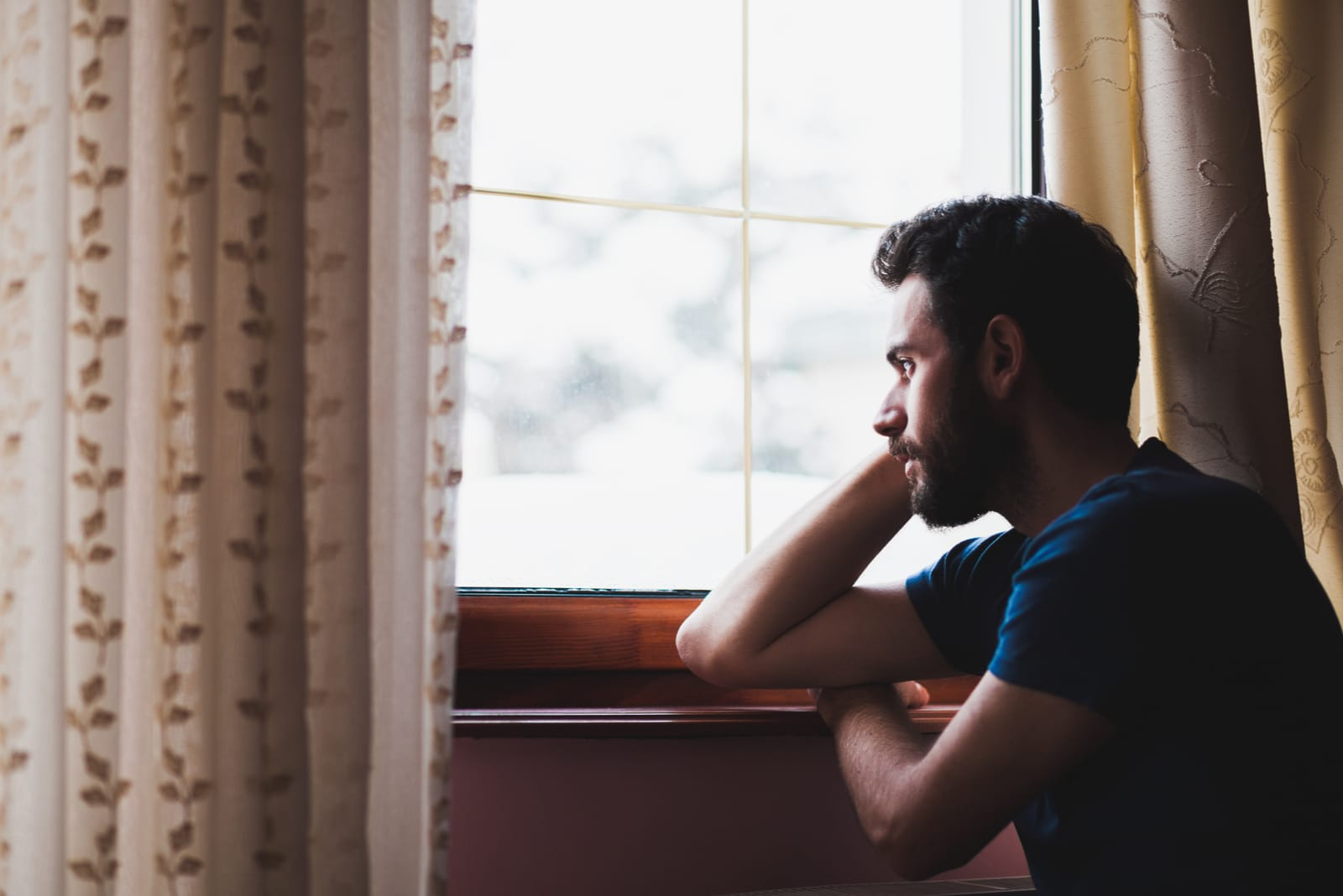 6 Signs He Still Loves You Even After You Broke Up