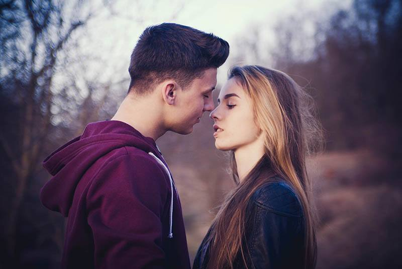 How To Kiss Each Zodiac Sign? (Kissing Style According To Astrology)