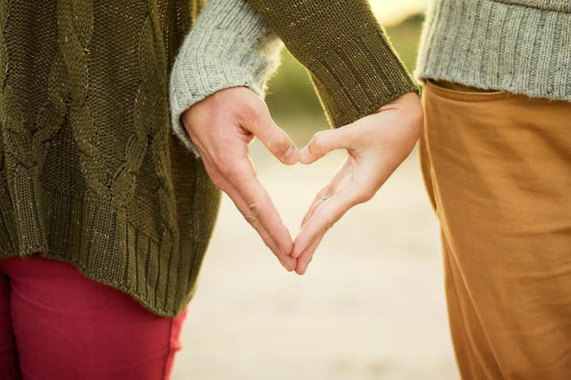 32 Undeniable Signs That You Are In Love (Which You Missed Completely)