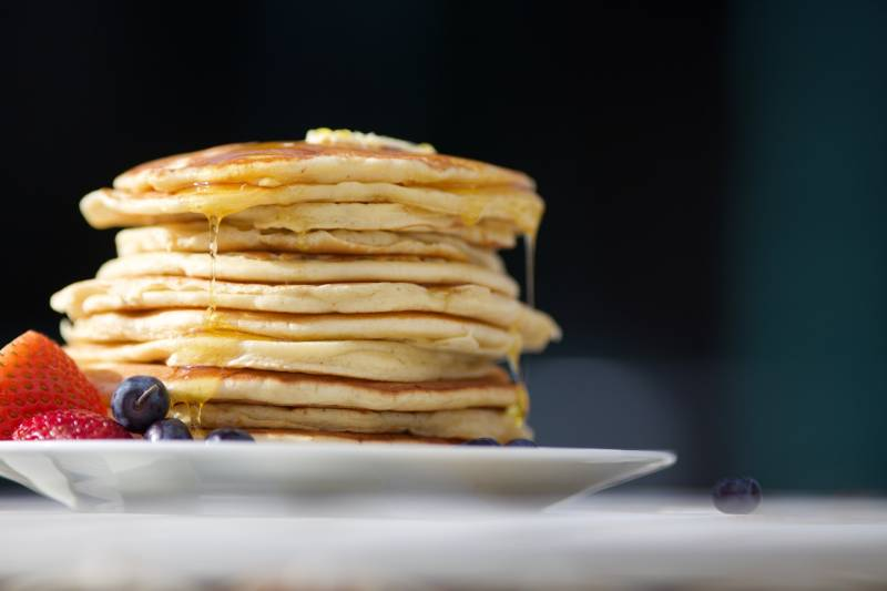 pancakes on palte photo