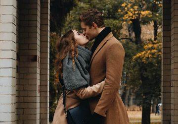 couple kissing outside