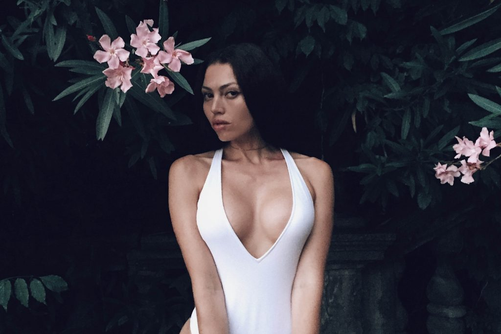 8 Reasons Why Guys Fall For Girls With Big Boobs-7429