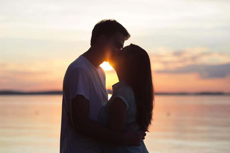 How To Kiss A Guy You Like: 13 Steps To The Perfect Kiss