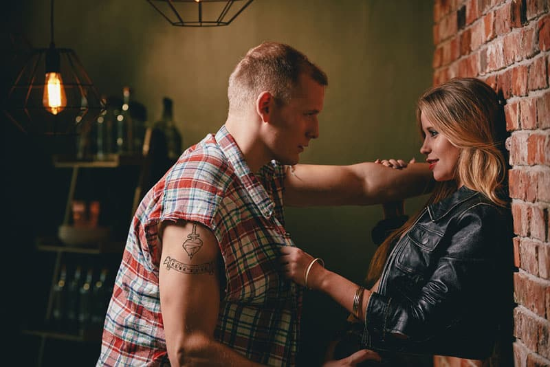 woman flirting with man in the pub