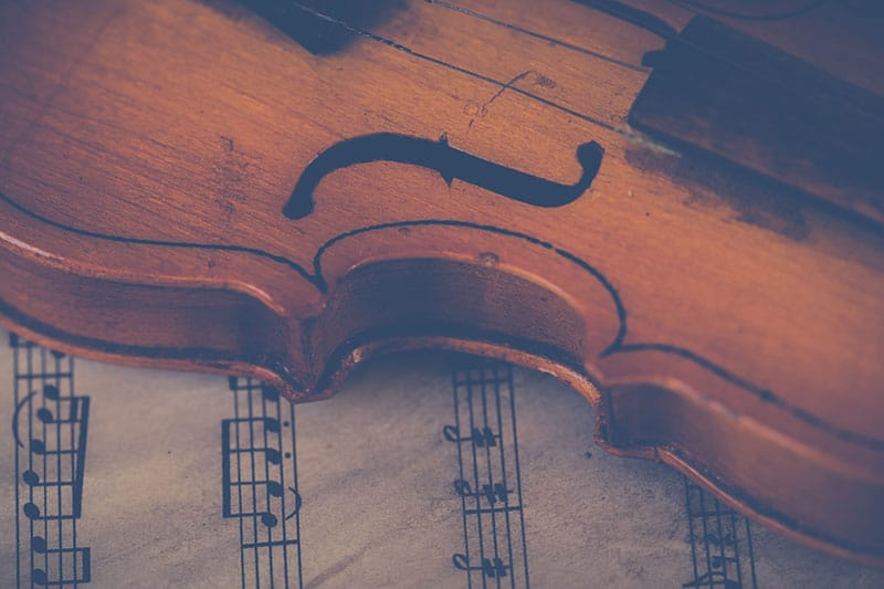 violin and the music notes