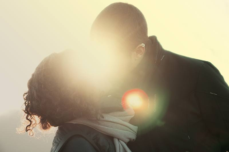 couple kissing in sunlight