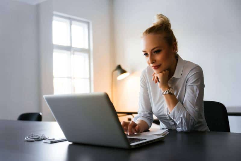 Business woman reading news on the web