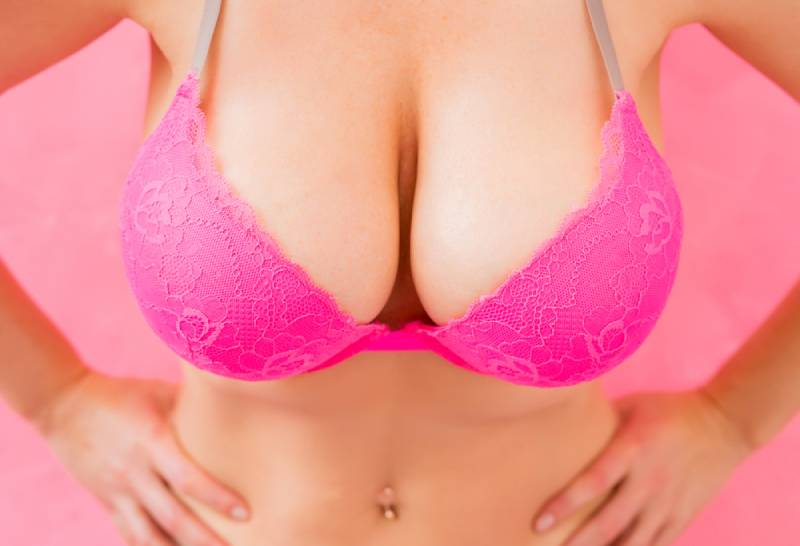 closeup photo of woman with large breast