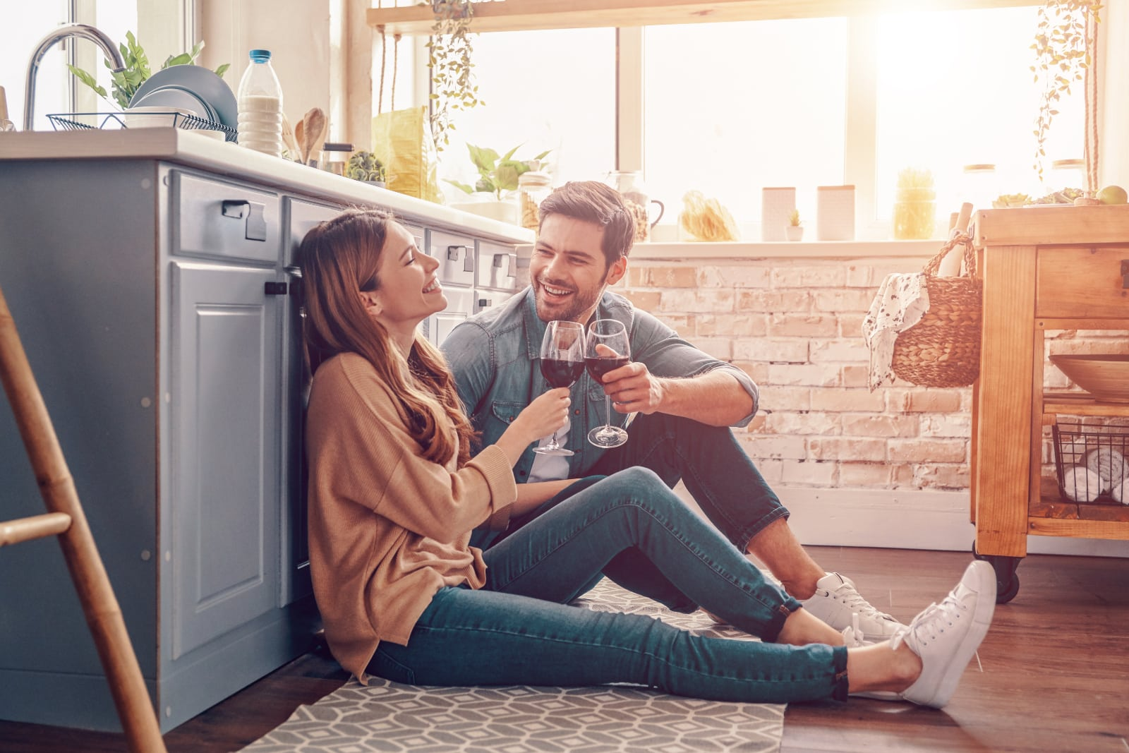 couple drinking vine together