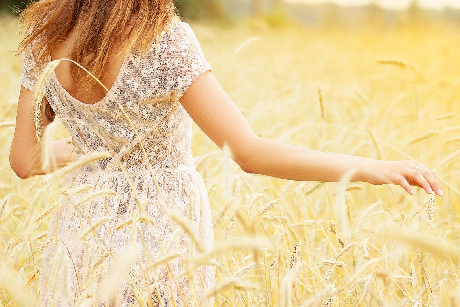 girl wearing white dress in a wheat field
