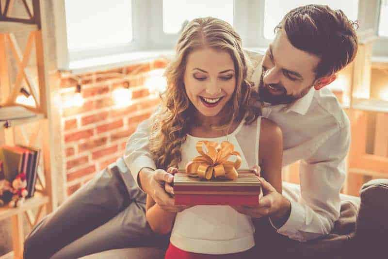 man giving gift to her girlfriend