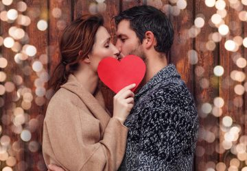 """When To Say, """"I Love You,"""" For The First Time In A Relationship"""