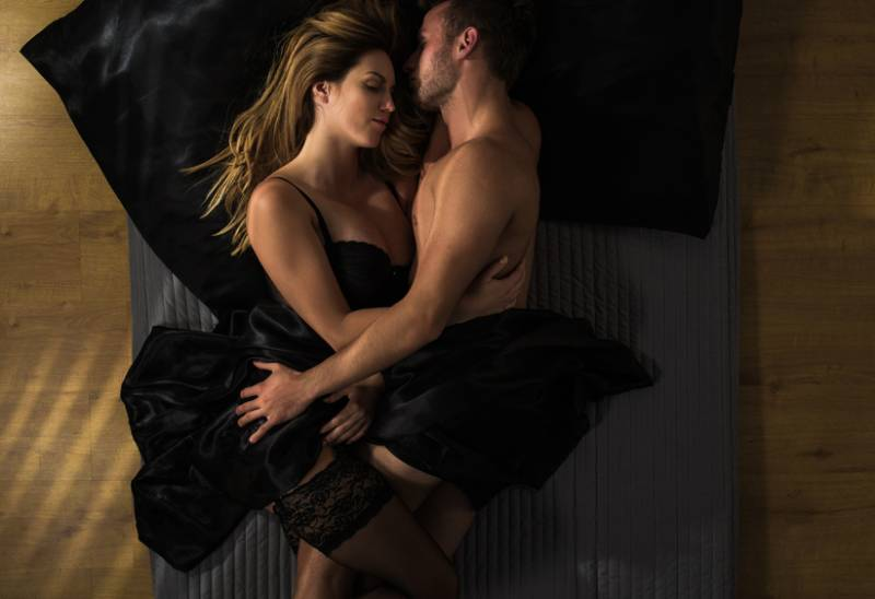 10 Undeniable Signs He Just Wants Sex (He Doesn't Love You)