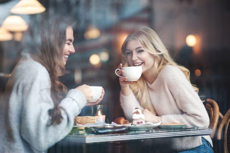 girls in caffee