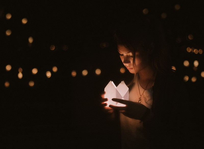 lights around woman