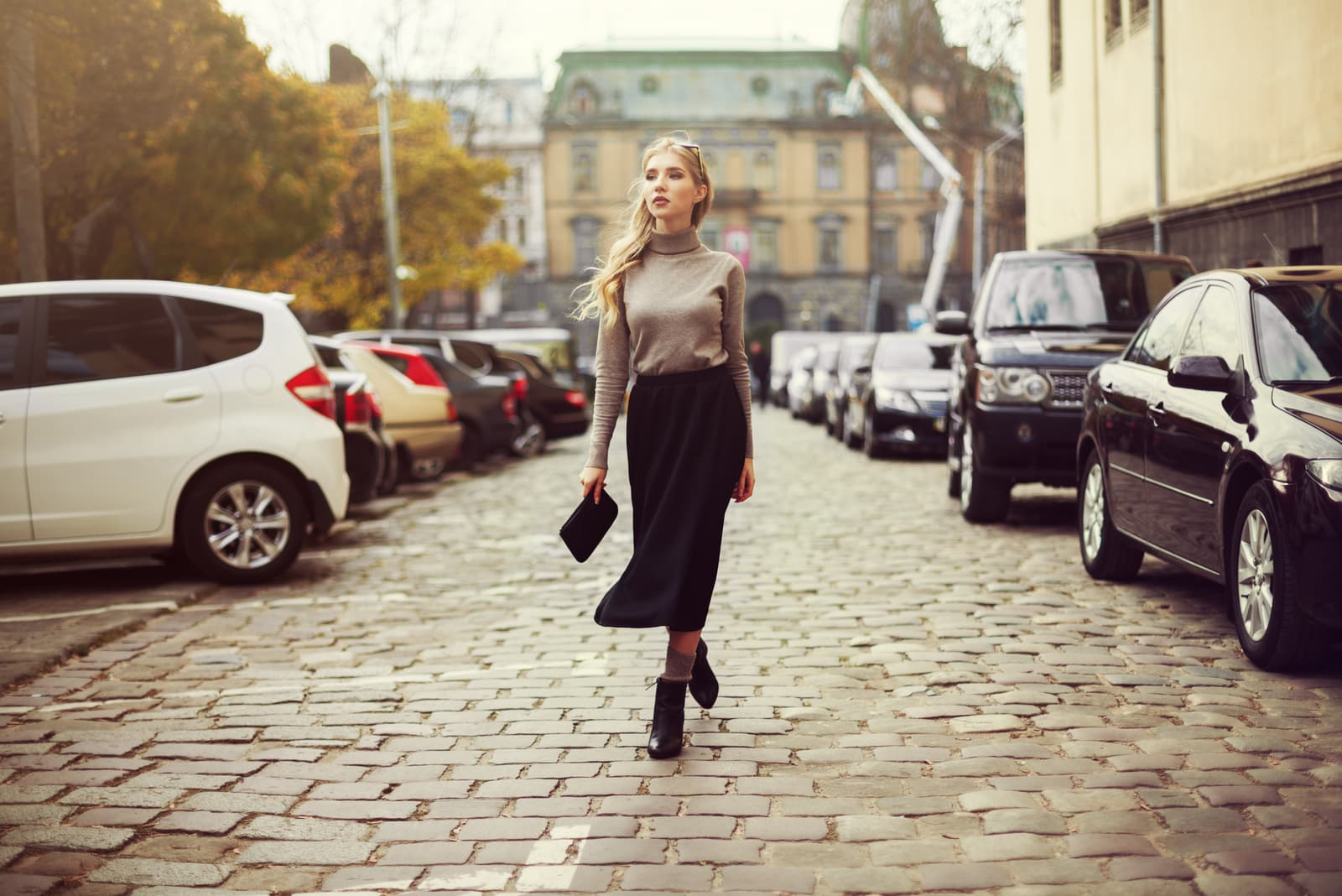 young beautiful woman walking in the city.