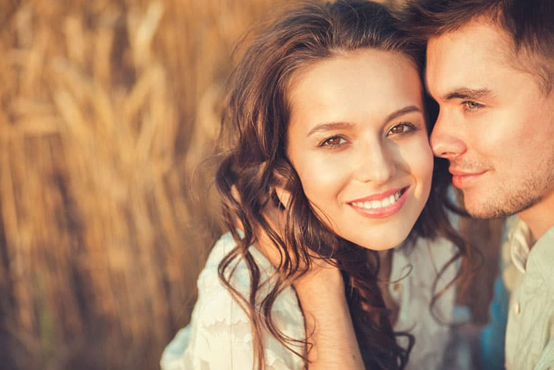 How To Be A Good Girlfriend: Raise The Bar With These 20 Simple Tricks!