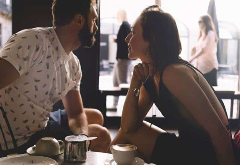 girl trying to talk with her boyfriend at cafe