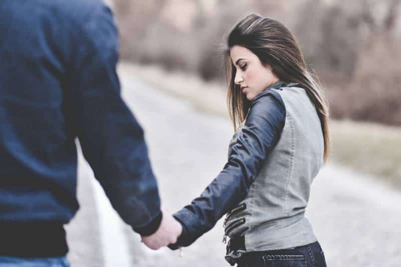 girl breaking up with her boyfriend and leaving him