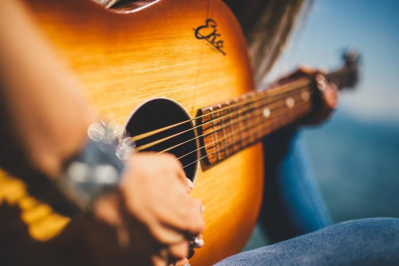 hand of a girl playing guitar
