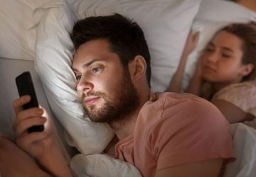 Cheating On Phone: 8 Digital Signs Of Your Partner's Infidelity