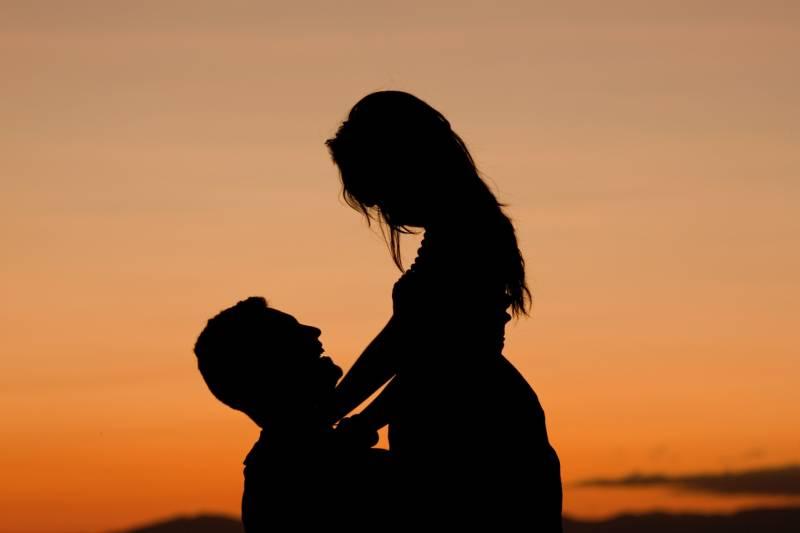 couple happy silhouettes