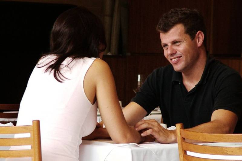 couple talking at restaurant