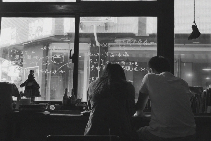 woman and man talking at cafe
