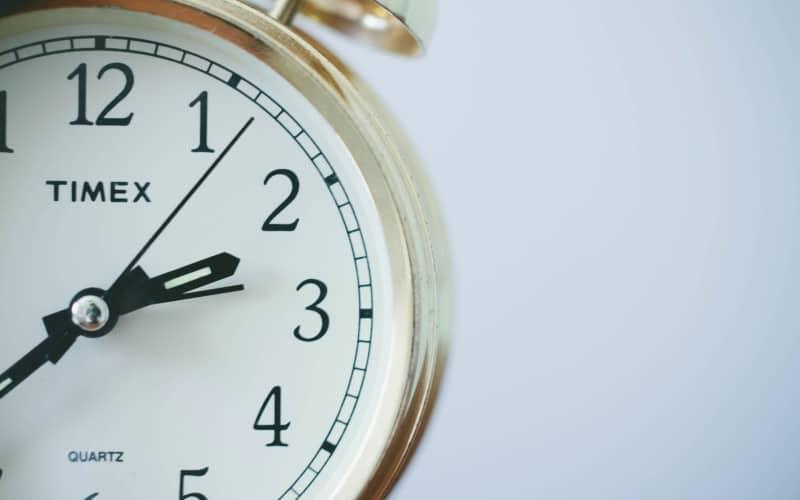 White quartz clock