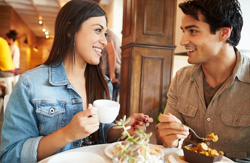 woman and man dating over a cafe wearing casual wear