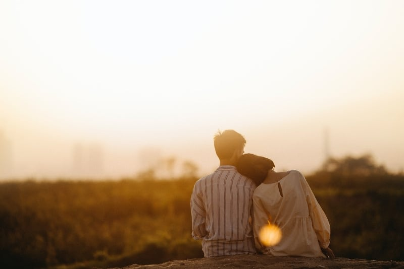 20 Things You Should Keep In Mind When Dating A Shy Guy