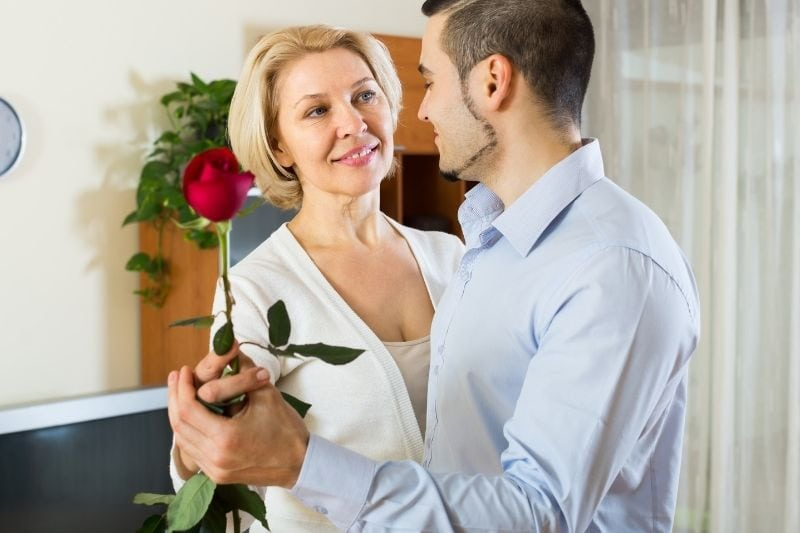 25 Signs A Younger Man Likes An Older Woman & Genuine Reasons Why