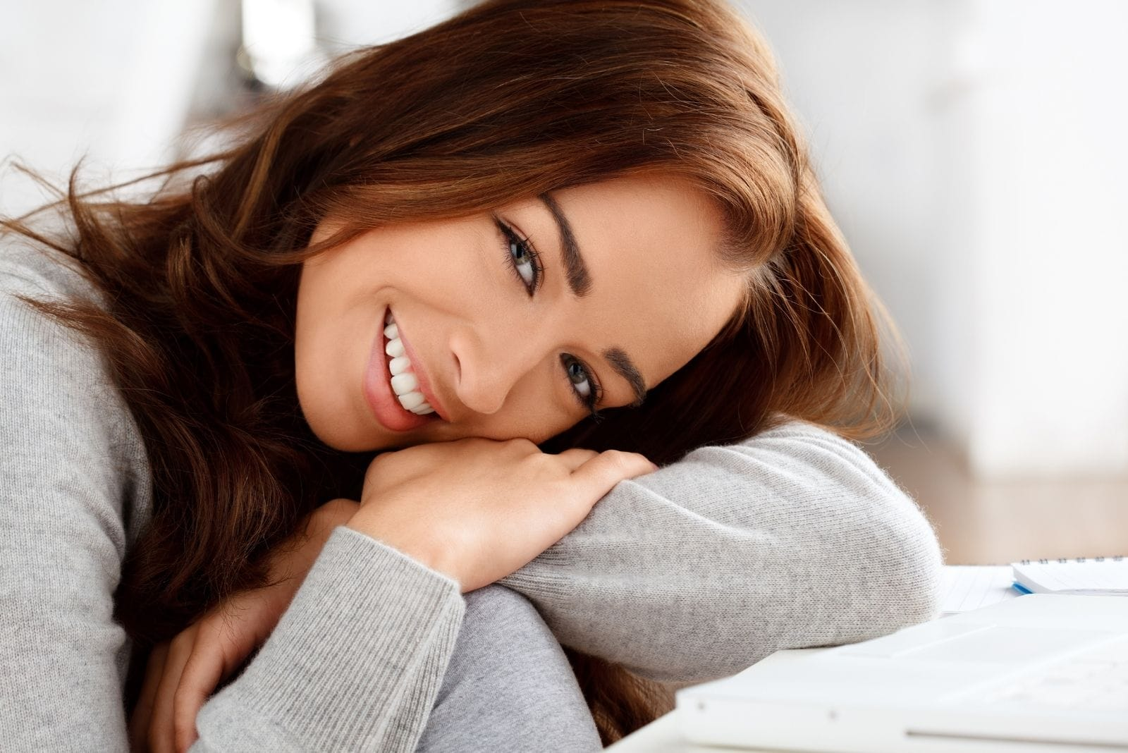 beautiful woman smiling leaning on her arms looking at the camera