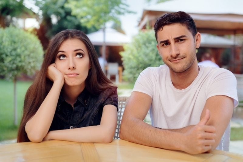 woman and man not getting along in a date