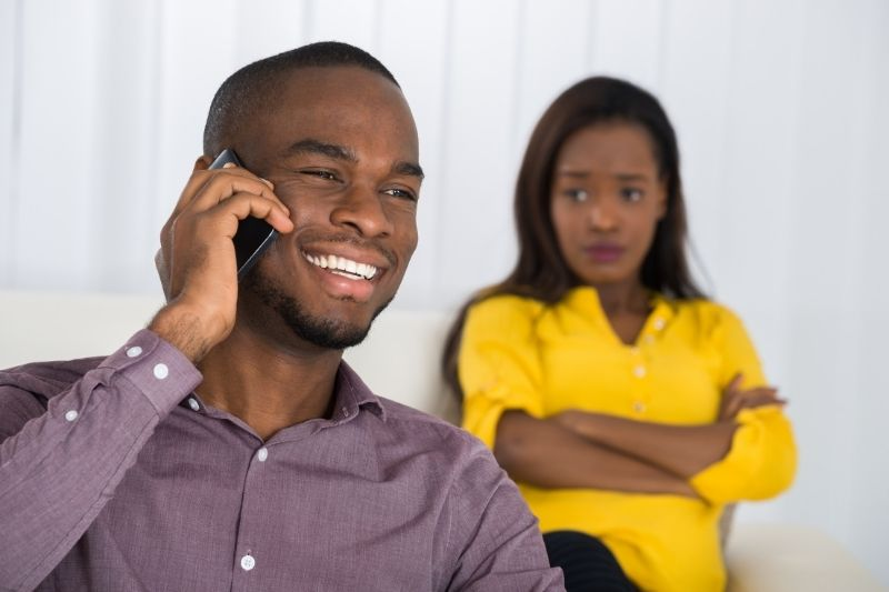 woman looking at the man in his cellphone anxiously