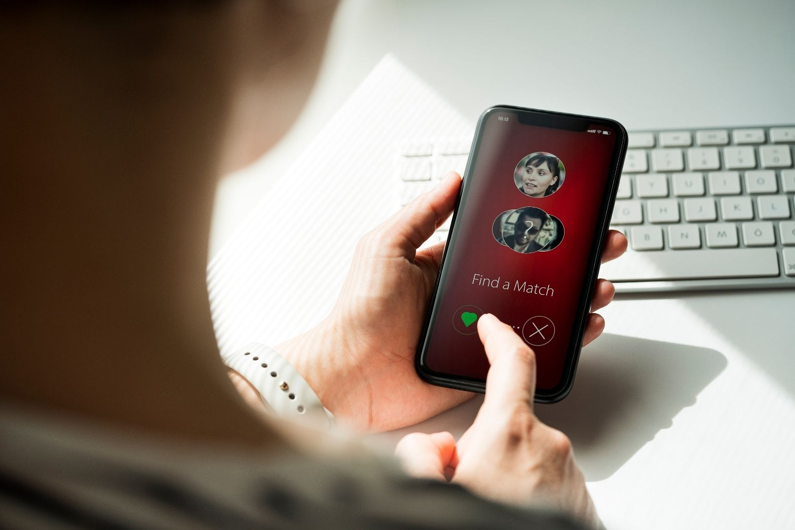 online dating application on the smarphone of the woman