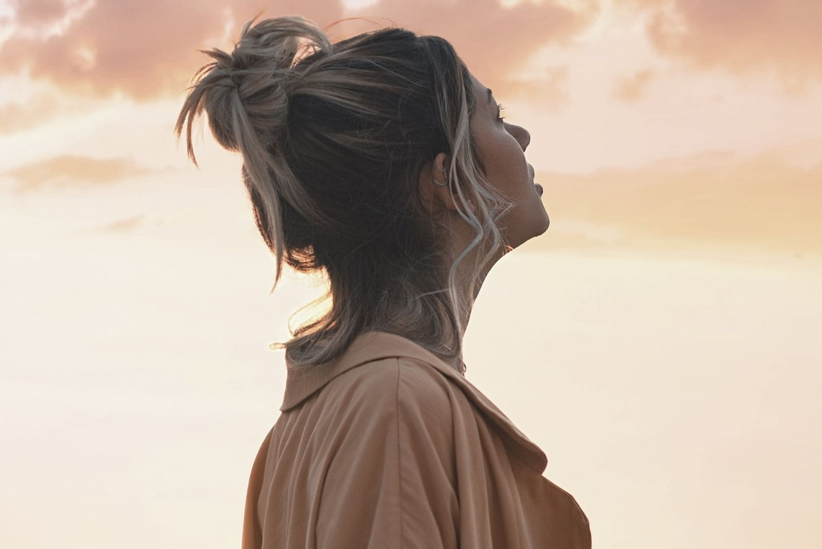 woman looking up the sky in sideview close up photography