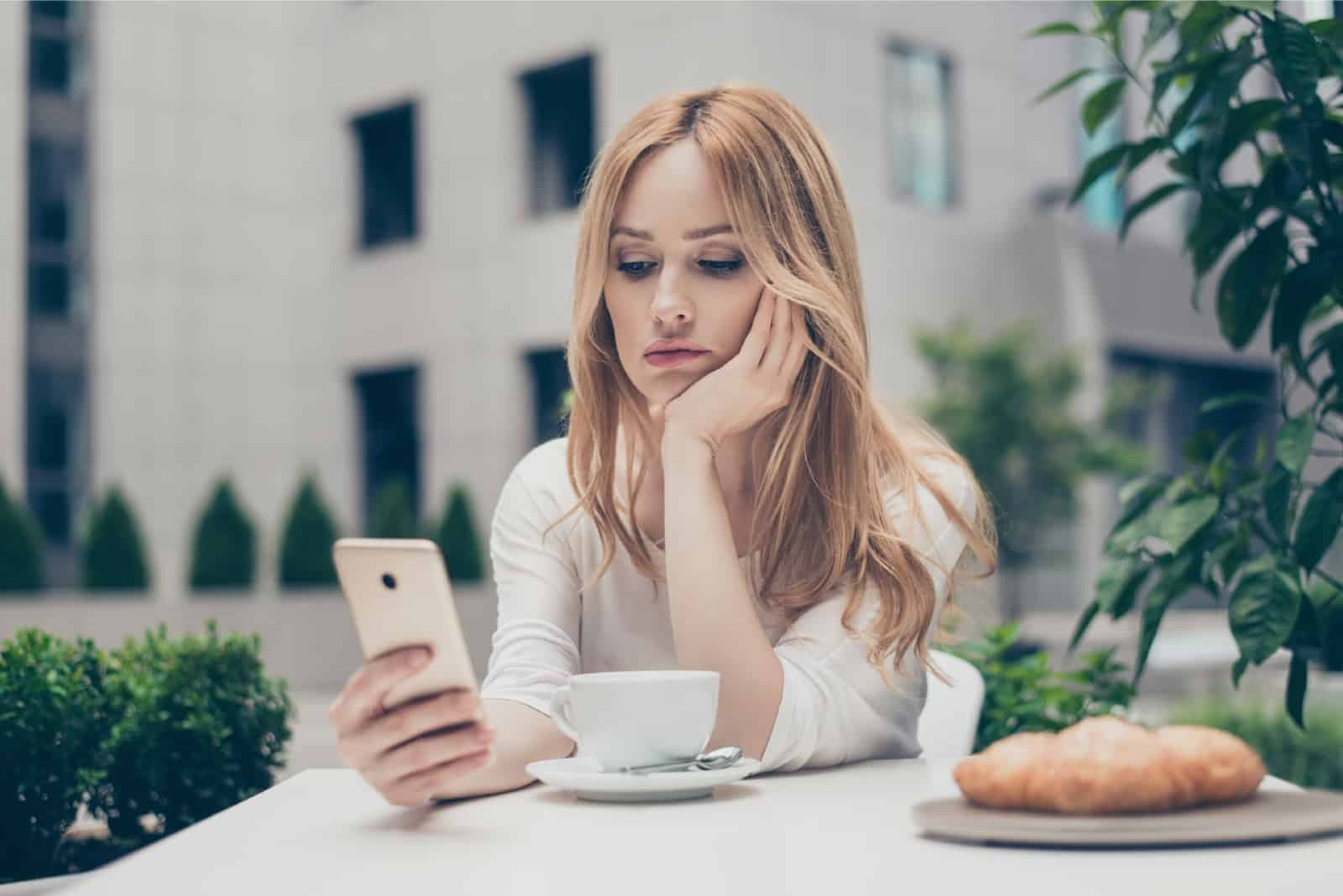 Why He Stopped Texting You Suddenly (And What To Do About It)