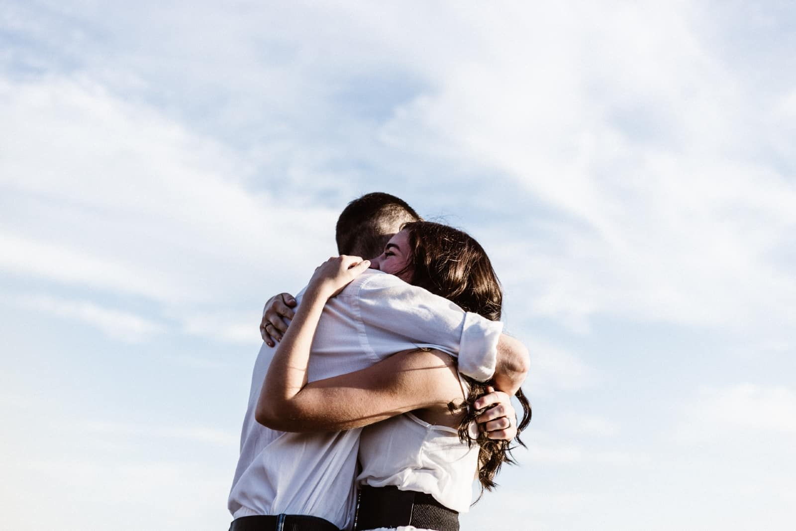 The Power Of Hugs – Why You Should Get (And Give) More Hugs